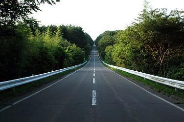 北山崎 くろさき荘~北山崎周辺は意外にもこんな素敵な直線道路が何本がありました。 まだ午前5時、
